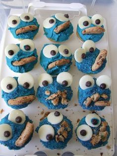 Cookie monster reminds me of my Dad...should make these for him...he loves cookies!