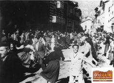 """Esterri d'Àneu_0016. """"Ball de l'esquerrana a la festa major d'Esterri d'Àneu"""", Fons Palmira Cases, 194-?"""