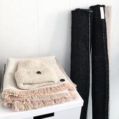 Studio time | Knit | Woven | Handmade #Aporta #aportatextiles #weaving #knitting #wallhanging #wool #scarf #beanie #studio #minimalism