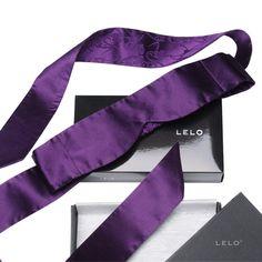 Prachtige zijden blinddoek van Lelo. #erotiek