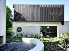 Kennedy Nolan was in the market for proving how a renovation and extension of an Edwardian house in inner Melbourne could be extraordinary. The result? An old family house completely reimagined into a whimsical world of curves and curiosity. Isamu Noguchi, Ligne Roset, Australian Architecture, Residential Architecture, Terrazzo, Edwardian Haus, Stanton Williams, Kennedy Nolan, Weatherboard House
