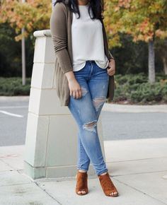 [:en]sharing a casual chic outfit with a dark olive cardigan and cognac details which compliment each other so well and remind you of fall colors. Casual Work Outfits, Curvy Outfits, Classy Outfits, Chic Outfits, Plus Size Outfits, Fashion Outfits, Womens Fashion, Fashion Hats, Fashion Rings