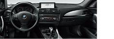 BMW ConnectedDrive. El nuevo BMW Serie 1 ofrece una serie de innovadores equipamientos opcionales. Mediante las aplicaciones BMW podés seguir conectado a tus redes sociales, escuchar la radio por Internet o utilizar la función Vehicle Finder. Y, gracias a PlugIn, podrás utilizar las funciones iPod, actuales y futuras, de tu iPhone (a partir de iOS) dentro del vehículo. Dicha función traslada los familiares menús del dispositivo al display de control de tu BMW.