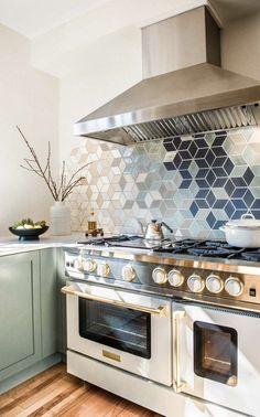 Diy Kitchen Decor, Kitchen Interior, New Kitchen, Kitchen Design, Home Decor, U Shape Kitchen, Kitchen Modern, Kitchen Styling, Modern U Shaped Kitchens