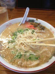 長浜ラーメン鷹 in 高槻市, 大阪府 Japanese Ramen, Japanese Food, Food Japan, Ramen Shop, Ramen Recipes, Soba Noodles, Tasty Dishes, I Love Food, Keto