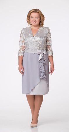 what a lovely dress to wear to a cocktail party or a wedding Plus Size Wedding Dresses With Sleeves, Dresses For Apple Shape, Plus Size Cocktail Dresses, Plus Size Gowns, Plus Size Outfits, Mob Dresses, Fashion Dresses, Formal Dresses, Office Dresses For Women