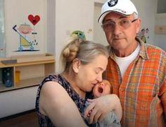 Da a luz a sus 60 años y su esposo la deja por esta insólita razón