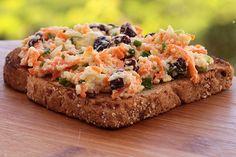 Mel e Pimenta: Sanduíche com pasta de ricota, cenoura e passas agridoce