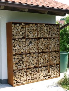 You want to build a outdoor firewood rack? Here is a some firewood storage and creative firewood rack ideas for outdoors. Lots of great building tutorials and DIY-friendly inspirations! Outdoor Firewood Rack, Outdoor Storage, Indoor Firewood Storage, Wood Store, Garden Design, House Design, Wood Shed, Outdoor Living, Outdoor Decor