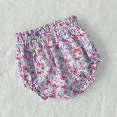 Girls diaper cover - diaper cover - baby girls diaper cover - girls bloomers - bloomers - baby girls outfit - girls outfit - flower bloomers by minikibabyandkids. Explore more products on http://minikibabyandkids.etsy.com