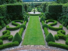 Saluting The French Style This Garden Features Boxwood Parterres And Fountains As A Formal Boxwoods Are Sculpted Into Geometric Shapes