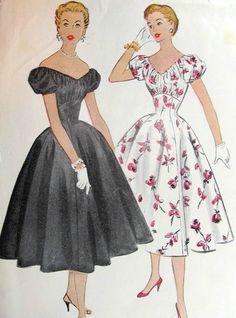 1950s Vintage Sewing Pattern B30 DRESS (1221)