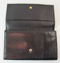 VINTAGE COLLECTION MADE IN ITALY BLACK QUALITY LEATHER WALLET PURSE R11255 For more pictures of the same please visit any of my blogs: Tumblr  link   http://sangriasuzie.tumblr.com/ Wordpress blog link  http://sangriasuzie.org/ http://stores.ebay.co.uk/Sangriasuzies-Emporium http://www.sangriasuzie.com/ If any of the  items pictured in this blog/pin take your fancy they can be bought from one of the above addresses.  Or e-mail me at drobertshq@hotmail.com   if you need more info.