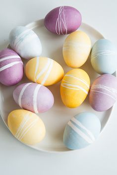 Easter Eggs made by Sweet Paul Magazine with Natural Food Coloring Dyes by ColorKitchen & Rubber bands!