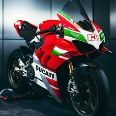 Moto Scrambler, Moto Ducati, Ducati Motorcycles, Cars And Motorcycles, Supersport, Moto Style, Super Bikes, Motogp, Motorbikes