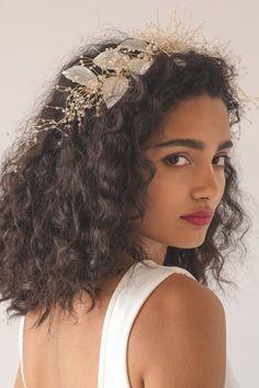 Flower Crown Hairstyle, Crown Hairstyles, Bride Hairstyles, Hair Crown, Wedding Hairstyles For Curly Hair, Flower Hairstyles, Curly Bridal Hair, Short Curly Hair, Curly Hair Styles