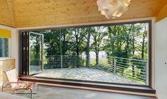"""""""Haus am See"""" in Massivholzbauweise mit großzügigen Glas-Faltwänden                                                                                                                                                                                 Mehr"""