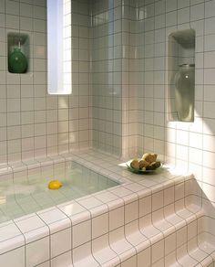 Cheap Home Decor Minimal Chic Bathroom Design Diy Bathroom, White Bathroom Tiles, Chic Bathrooms, White Tiles, Bathroom Interior, Retro Bathrooms, Bathroom Inspo, Bathroom Ideas, Design Apartment
