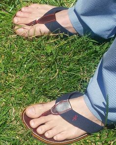 Lookin sharp in those #pottersnashville flip flops and #seersucker #southernpolishednashville #pottersdosteeplechase #horseraces #southern #preppy #style #nashvillestyle #nashville #tennessee #flipflops #handmade by southernpolished