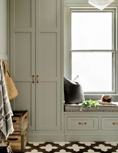 Pigeon by Farrow & Ball   Photographer: Rikki Snyder   Designer: Becca Interiors White Paint Colors, Favorite Paint Colors, Front Hall Closet, Mudroom Cabinets, Kitchen Cabinets, Design Trends 2018, Open Concept Home, Purple Rooms, Cozy Nook