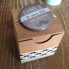Boites à dragées en kraft avec badge personnalisé : Autres bébé par les-boites-de-la-sardine