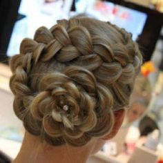 Can someone please do this to my hair?? It's SO pretty!!