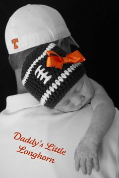 """AM NOT A LONGHORN AT ALL! THIS GIRL IS A TENNESSEE VOLUNTEER THAT'S WHAT THE SAYING SHOULD SAY """"daddy's little volunteer""""!! So cute!!"""