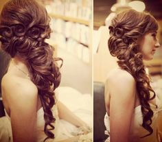 #Romantic #Wedding #Hair #Hairstyle #Curls #Weddingdream #Cheveux #Coiffure #Frisur #Haartacht #Fashionista #Cabello