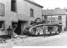 1939 1945 Char B1 de l'Armée de terre française hors de combat en mai 1940.