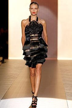 vestido negro gucci