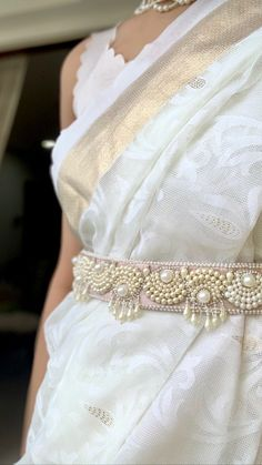 Sari Blouse Designs, Fancy Blouse Designs, Bridal Blouse Designs, Stylish Dress Designs, Designs For Dresses, Stylish Dresses, Saree With Belt, Saree Belt, Saree Accessories