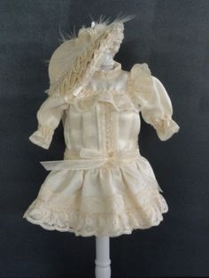 Robe en soie pour Bleuette