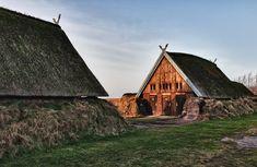 Scandinavian Architecture, Scandinavian Home, Historical Architecture, Ancient Architecture, Viking Hall, Viking House, Viking Village, Viking Culture, Long House