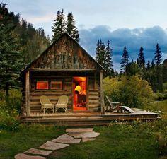Sweet little cabin in the woods in Colorado