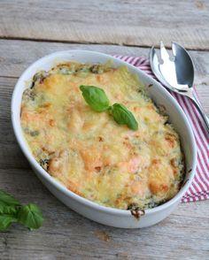 Hei godtfolk! Idag har eg en ny oppskrift på lakaselasagne med spinat til dere. Fisk til middag treng absolutt ikkje å bety stekt torsk med poteter, det er så utrulig mange gode fiskemiddager man kan lage, så lenge man bruker litt kreativitet! Eg har lagt ut en oppskrift på lakselasagne tidligere, men denne varianten er … Cheat Meal, Cheeseburger Chowder, Quiche, Macaroni And Cheese, Food And Drink, Breakfast, Ethnic Recipes, Lasagna, Mac Cheese