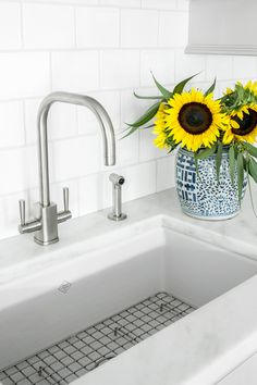 Kitchen sink with modern faucet. Sink is a Rohl Fireclay Undermount. Kitchen sink. Undermount sink. Rohl undermount kitchen sink. #Kitchen #sink #undermountsink #undermountkitchensink Heidi Piron Design.