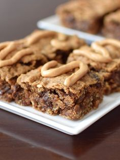 Perfectly Peanut Butter Oat Bars Recipe - like Clif Bars only WAY better! Naturally vegan, gluten-free, nutritious treat, and spiked with cinnamon and raisins.