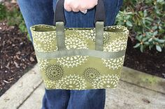 DIY Handbag made from a placemat--very cute, looks very easy {tutorial}--this whole site (Little Birdie Secrets) is filled with fun DIY ideas
