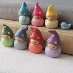 fimo clay gnomes and bird Crea Fimo, Fimo Clay, Polymer Clay Charms, Polymer Clay Projects, Polymer Clay Creations, Polymer Clay Art, Clay Crafts, Play Clay, Cute Clay