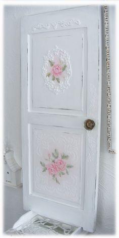 El valor de los detalles :: papel pintado para decorar tus puertas con inspiraci�n #shabbychic by mandragora.vallirana