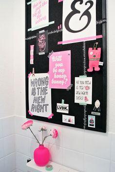Prik en plakbord - hier op het toilet ()