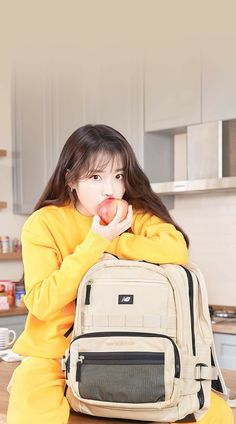"""an apple a day can keep jieun to come your house everyday"" Iu Fashion, Korean Fashion, Japanese Fashion, Cute Korean, Korean Girl, Korean Actresses, Korean Actors, Iu Twitter, Snsd Yuri"