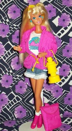 Camp Barbie, that little bag unfolded to be a sleeping bag, that glowed in the dark! Barbie 80s, Barbie World, Vintage Barbie, Vintage Toys, 90s Childhood, My Childhood Memories, Ever After High, 90s Toys, Barbie Collection