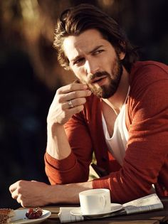 Michiel Huisman in Mr. Porter photographed by Bjorn Iooss. Photo Retouching by Can't Touch This Inc. Michael Huisman, Mr. Porter, Pretty People, Beautiful People, Game Of Thrones, My Sun And Stars, Le Male, Hommes Sexy, Dream Guy