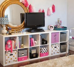 Do you want to decorate a woman's room in your house? Here are 34 girls room decor ideas for you. Tags: girls bedroom decor, girls bedroom accessories, girls room wall decor ideas, little girls bedroom ideas Deco Boheme Chic, Ikea Kallax Regal, Ikea Expedit, Kallax Hack, Ikea Tv, Ideas Prácticas, Decor Ideas, Decorating Ideas, Craft Ideas