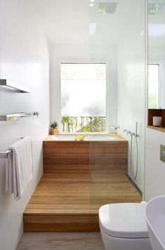 Kleine und moderne Badezimmer mit Badewanne small and modern bathroom with bath and window Japanese Bathroom, Japanese Soaking Tubs, Japanese Soaker Tub, Japanese Shower, Bad Inspiration, Bathroom Inspiration, Wet Rooms, Minimal Bathroom, Modern Bathroom