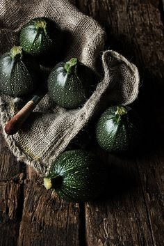 ♂ still life food photography Round courgettes