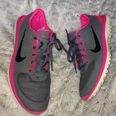 Women's nike running Perfect for running light weight. grey with hot pink. Condition as seen in photos overall great condition. ✨Free cute reusable water bottle with purchase!!✨ Nike Shoes Athletic Shoes