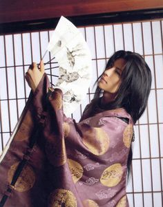 See GACKT pictures, photo shoots, and listen online to the latest music. Japanese Boy, Japanese Kimono, Yukata, Beautiful Boys, Pretty Boys, Miyavi, Gackt, Cosplay, Boys Long Hairstyles