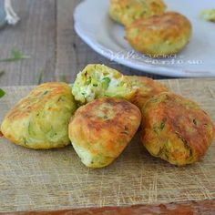 Zucchini and philadelphia croquettes Veggie Recipes, Cooking Recipes, Kids Meals, Easy Meals, Salty Foods, Party Finger Foods, Zucchini, Antipasto, Philadelphia